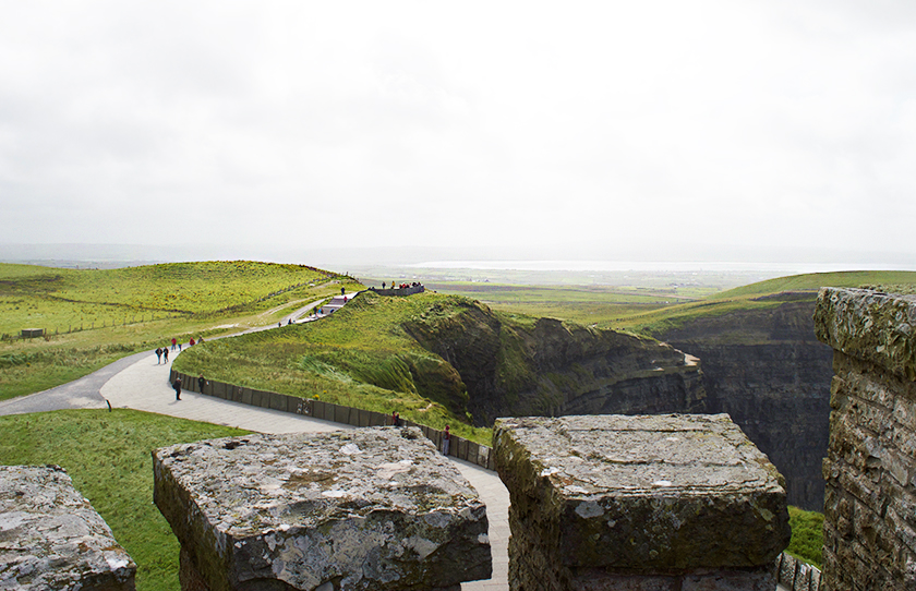 7-cliffs_of_moher_top_of_lookout