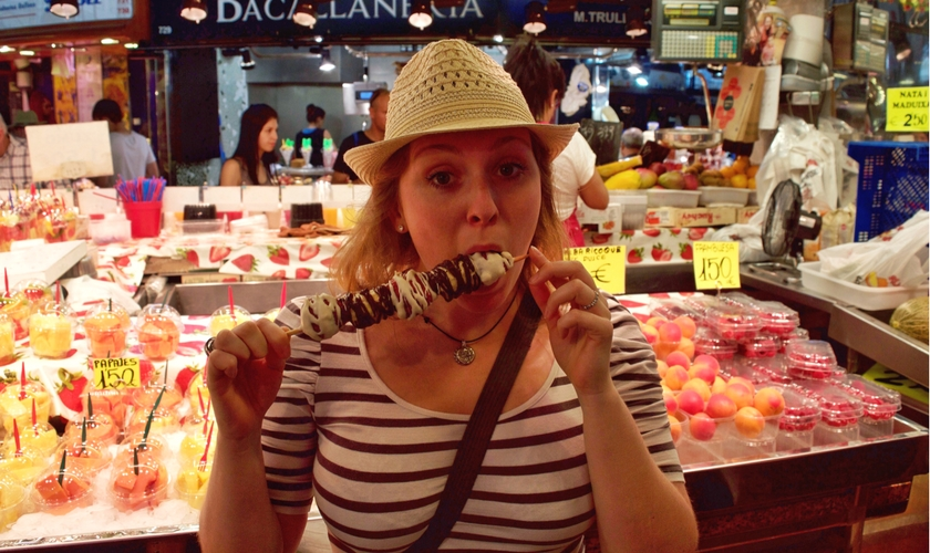 eating-fruit-kebab-barcelona-5-ways-to-avoid-getting-sick-whilst-travelling-footsteps-on-the-globe
