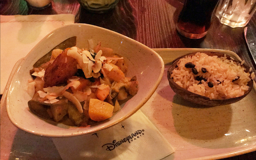 dinner option, inside captain jacks restaurant des pirates, adventure land, vegetable curry with plantain banana and captain's rice, how to eat vegan at disneyland paris